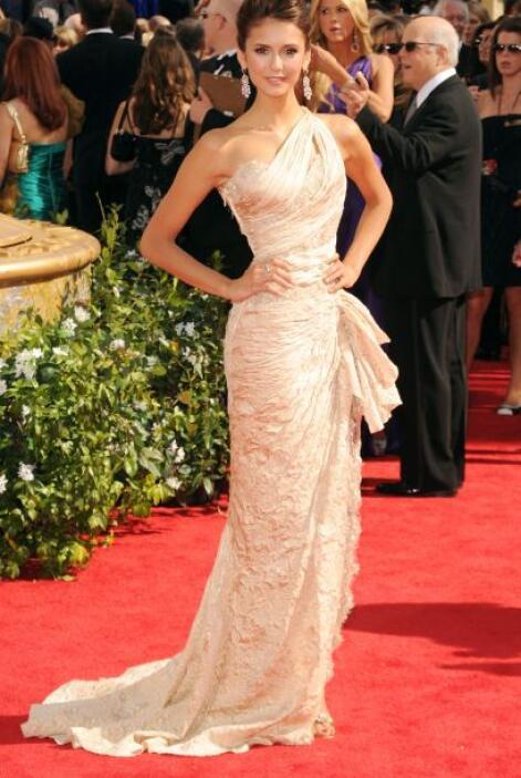 El porte, la elegancia y la buena presentación que le puso Nina Dobrev a...