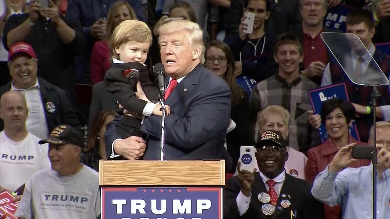 Aparece 'Bebé Trump' durante acto de campaña del candidato republicano