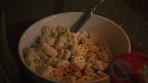 Un plato de cereal fue colocado frente a la casa de Yónatan.
