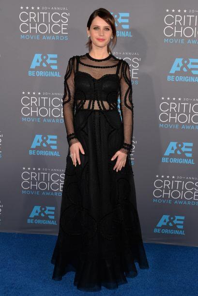 Sinceramente el vestido de Felicity Jones no nos termina de convencer y...