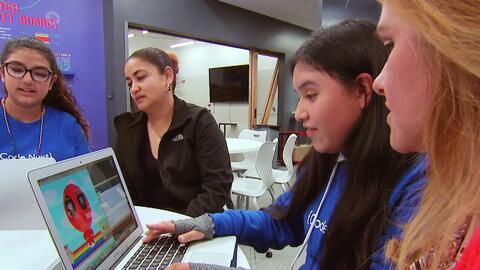 Encontramos un programa que enseña a jóvenes latinos a programar y diseñ...