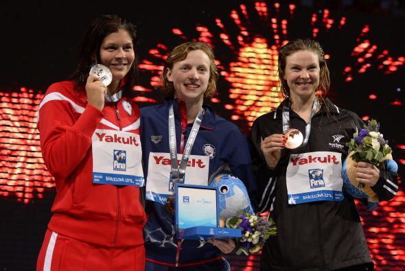 Ledecky dejó atrás a la danesa Lotte Friis (plata) y a la neozelandesa L...