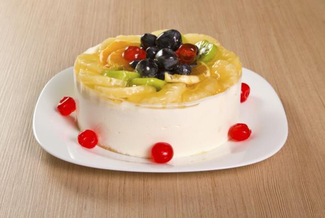 La piña también sirve para el decorado de los pasteles, como éste donde...