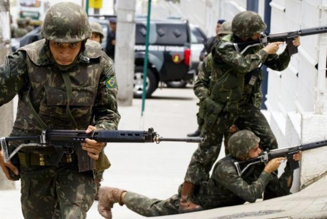Las imágenes de estos días muestran la participación en combate,  arma e...