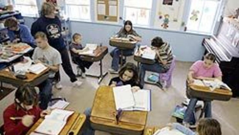 Metieron presa a niña de 12 años que escribió en su pupitre 7ed6f0ffe517...