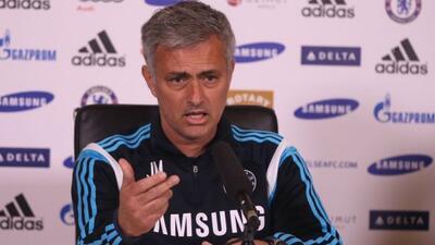 El entrenador del Chelsea defendió su estilo de juego criticado por defe...