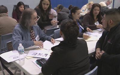 Líderes políticos mexicanos y de Estados Unidos motivan a residentes per...