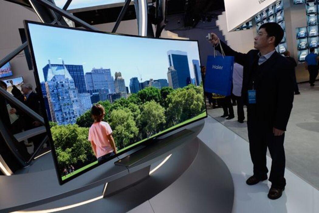 La pantalla curva de Samsung fue uno de los productos favoritos del show.