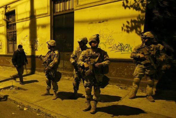 Tras informar a la prensa, el ministro Peñailillo partió hacia Valparaís...