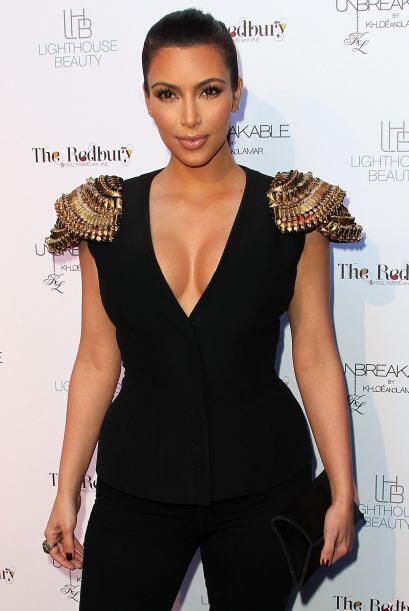Kardashian dice no tener silicona, que si tuviera implantes, no lo sería...