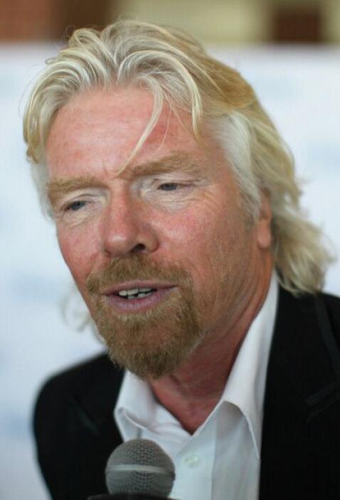 Branson arriesga su vida para romper récords mundiales y le gusta salir...