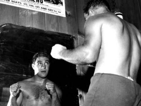La pelea más cerrada de RockyRocky Marciano se retiró como...