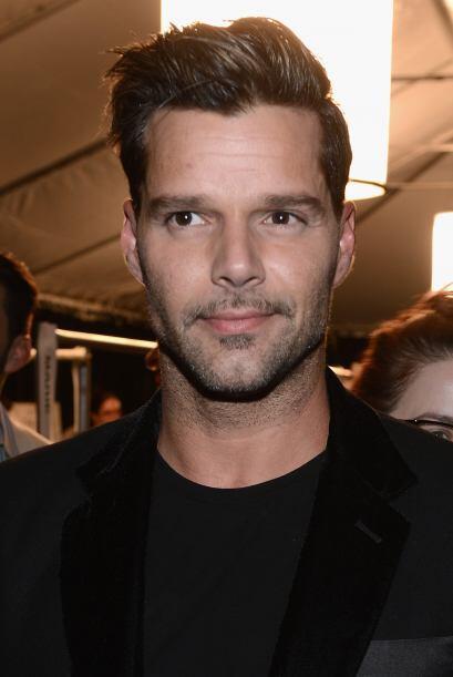 Una de las características del look de Ricky Martin es la barba a medio...