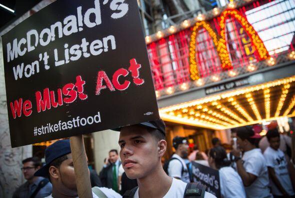 Los manifestantes buscan un aumento de salario de 15 dólares por hora, d...
