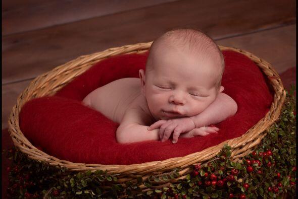 Las poses de los bebés durmiendo nos derriten el corazón.