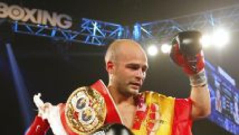 Kiko Martínez termina el 2013 como campeón de las 122 libras.