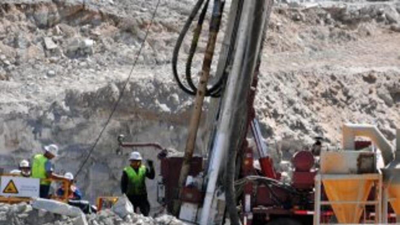 Segundo plan de rescate de mineros próximo a 300 metros pese a contratie...