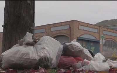 Grave problema con tiraderos ilegales de basura en Oakland