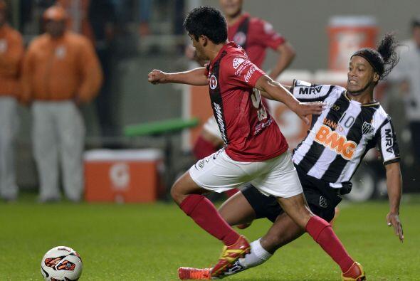 Tanto Antonio Mohamed como Pablo Aguilar también sufrieron al tener a Ro...