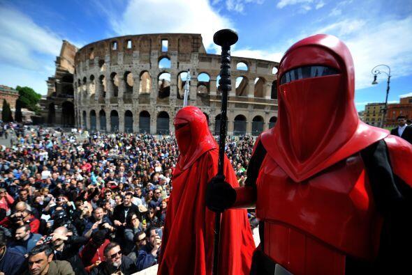 En Roma, la capital italiana, cientos de personas asistieron a la conmem...