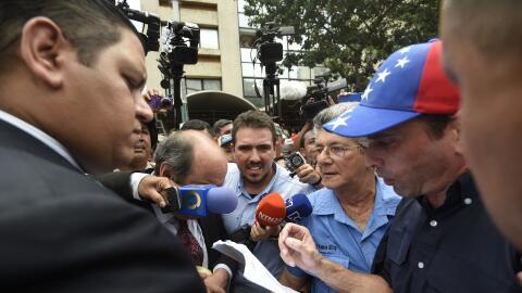 """Henrique Capriles y Henrique Ramos Allup entregan """"petitorio""""..."""