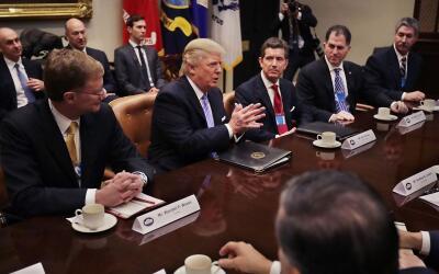 Trump firmó la salida del Acuerdo Transpacífico y otras acciones ejecuti...