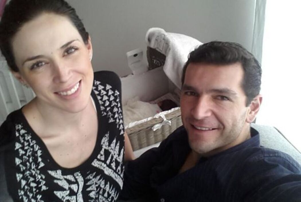 """""""Papá y mamá cuidando a nuestra princesa"""", escribió Martín Fuentes al pi..."""