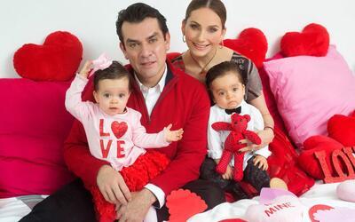Elizabeth Álvarez, Jorge Salinas y sus mellizos