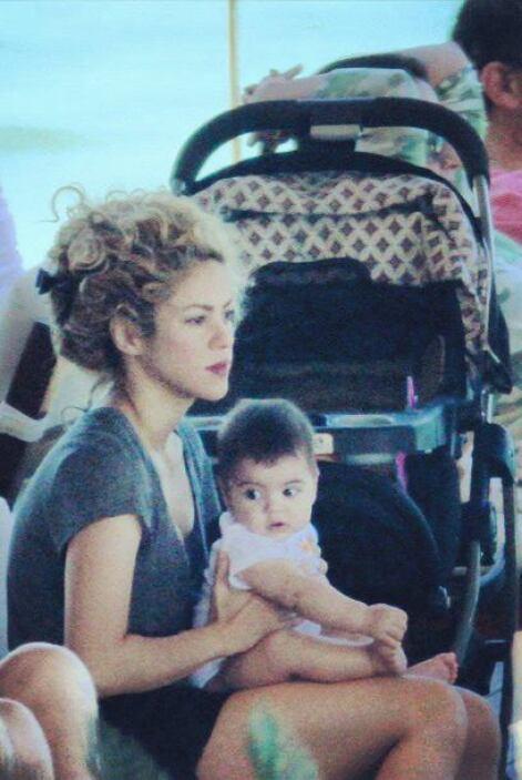 Aunque a Piqué no le fue muy bien en las canchas, Shakira y el pequeño M...