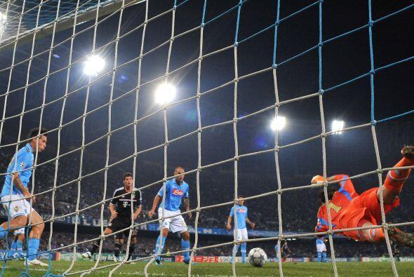 Nápoli consiguió su ansiado gol en una jugada que tuvo de...