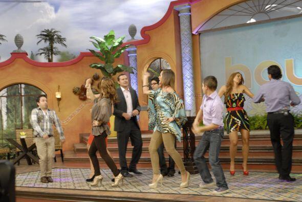 Y tras cada triunfo la manera se celebrar es bailando, los presentadores...