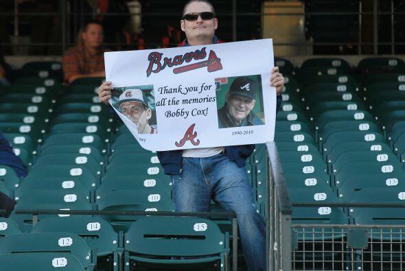 También hubo tiempo para rendir tributo al timonel de los Braves,...