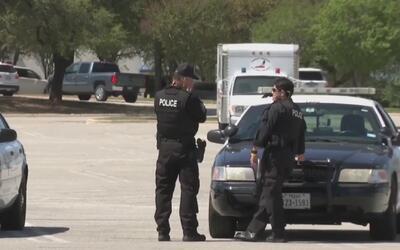 Policía de Fort Worth cierra centro comercial Hulen tras el supuesto rob...