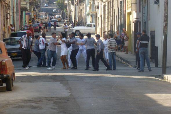 Los actos de repudio y los asaltos a viviendas de opositores, por parte...
