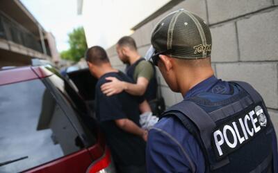 Agentes de la oficina de Control de Inmigración y Aduanas (ICE)....