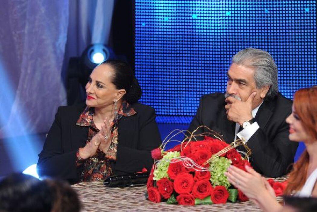 Susana Dosamantes, madre de Paulina, no se perdió la presentación de su...