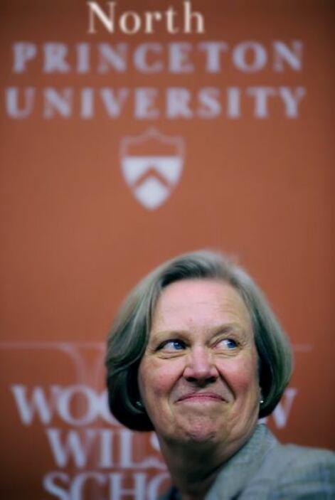 Alerta si: La institución tiene un nombre parecido a una universidad con...