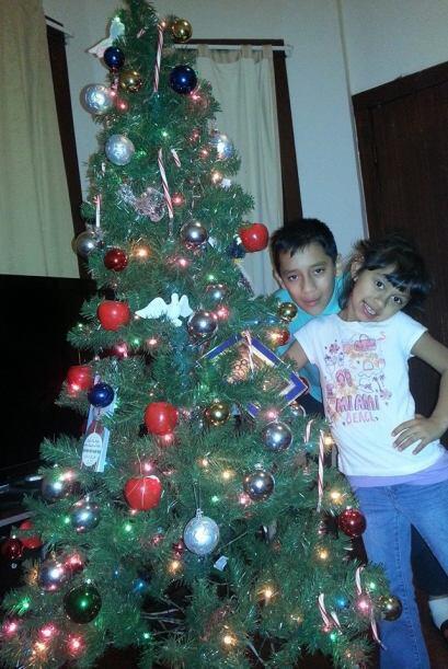 Lilly De los Santos envió una foto de sus hijos posando junto al...