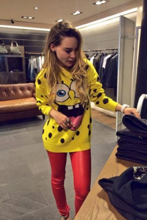 Cuando Belinda se va de shopping, todo mundo quiere copiar sus atuendos....