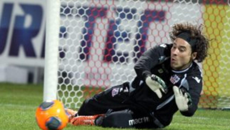 Guillermo Ochoa no pudo evitar otra derrota del Ajaccio.