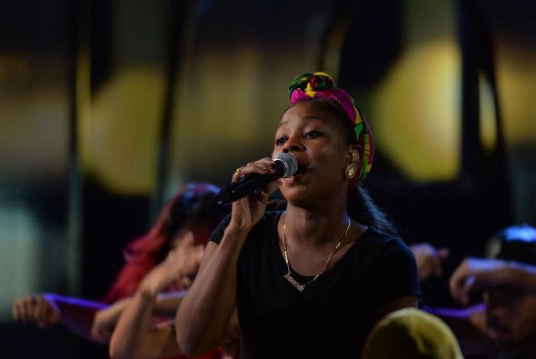 La vocalista de ChocQuibTown hizo suyo el escenario con su potente voz.