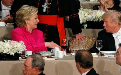 Humor y momentos incómodos de Clinton y Trump en la cena de la iglesia c...