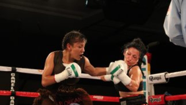 """Janeth """"Cuisilla"""" Pérez estrenó exitosamente el cinturón mundial Gallo W..."""