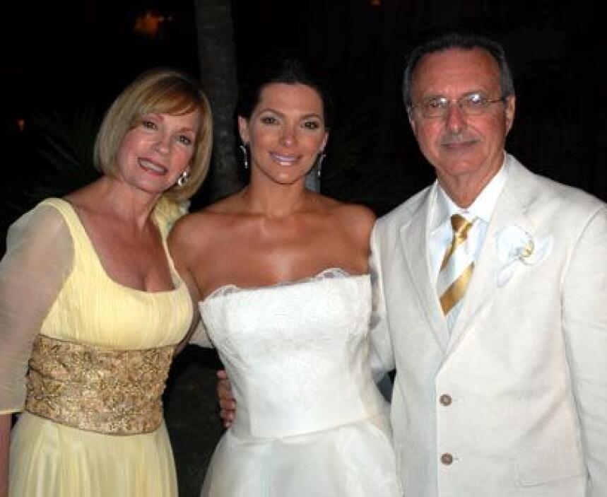Los papás de BárbaraDoña Magaly -quien lució un diseño de Ozcar G y Rosi...