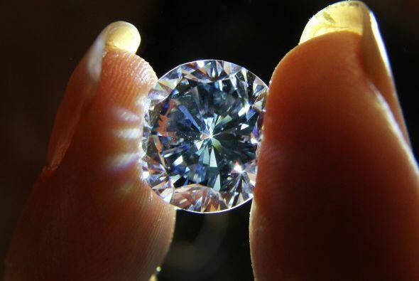 En la misma subasta, Sotheby's pondrá también a la venta un diamante azu...