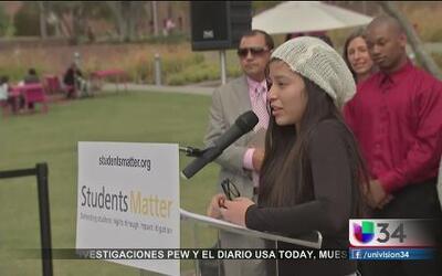 Juez eliminó protección a maestros en California