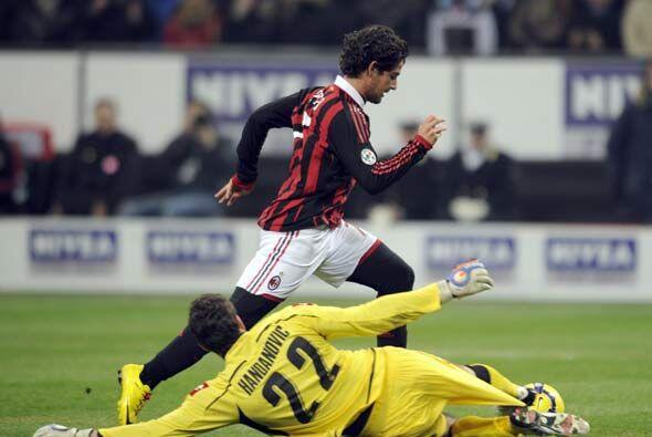 El brasileño Pato reapareció con gol luego de dejar al por...