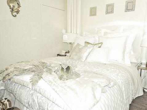 Un dormitorio de ensueño con mucho estilo puede ser en una sola tonalida...