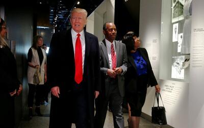 """Donald Trump llama a las amenazas antisemitas """"horribles y dolorosas"""""""