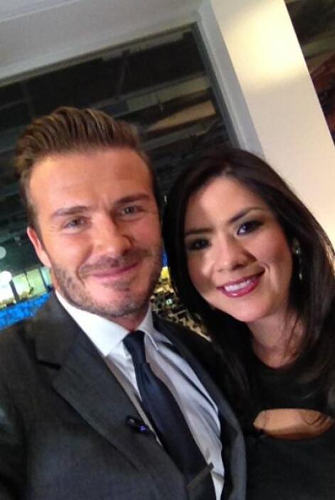 Al final de la entrevista Beckham accedió a una foto selfie con Arlen.